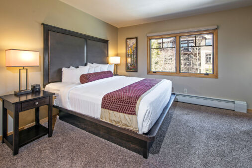 Blissful Breckenridge Lodge with access to Pools and Hot Tubs