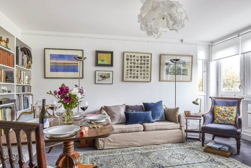 Vintage Regents Park Apartment