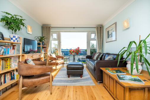 Delightful Wapping Home with Stunning River Views