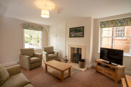 Spacious 2 bedroom apartment in Netherby Hall
