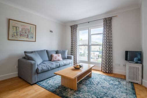 Pleasant Putney home close to the tube station